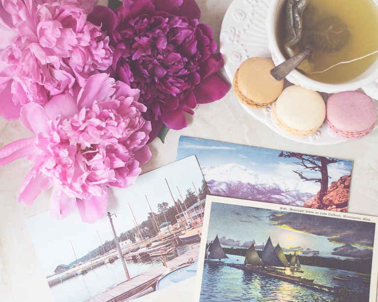 btl_crystal_peonies.postcards.flatlay
